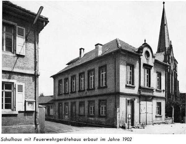 Altes Schulhaus mit Gerätehaus